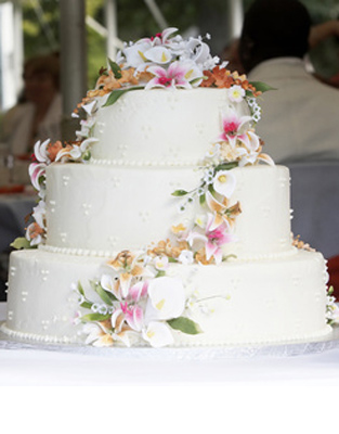 wedding cake with flowers cascading cascading cake flowers branch floral 26879
